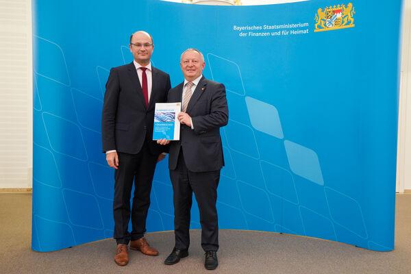 Förderbescheide für den Ausbau der digitalen Infrastruktur - Foto Bayer. Heimatministerium